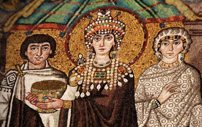 Мозаика императрицы Феодоры, VI век нашей эры. \ Фото: google.com.