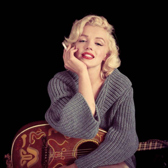 Мэрилин Монро с мандолиной — сентябрь 1953, Лос–Анджелес, Калифорния. \ Фото: noreste.net.