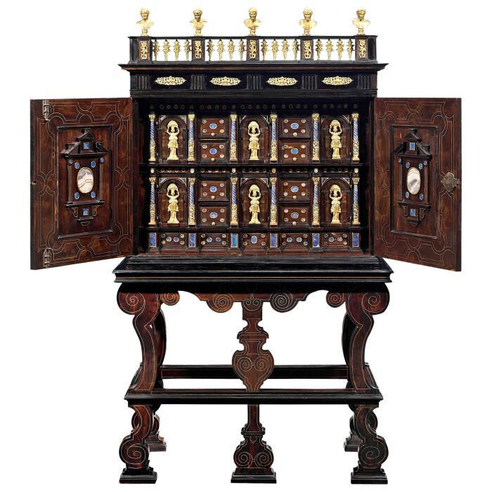 Итальянская кунсткамера эпохи барокко, около 1635 года. \ Фото: 1stdibs.com.
