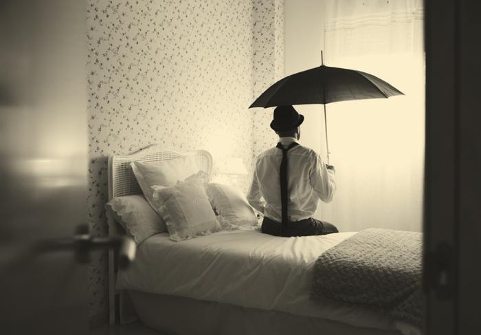 Что такой парень делает в таком месте. Блестящий фотопроект о таинственном одиноком человеке. Автор фото: Сезар Блэй (Cesar Blay).