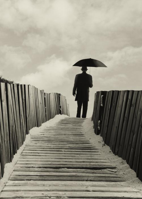 Одиночество. Блестящий фотопроект о таинственном одиноком человеке. Автор фото: Сезар Блэй (Cesar Blay).