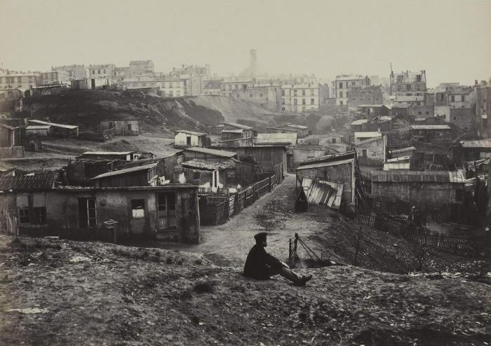 Улица Champlain в бедном пригороде Парижа, которая на протяжении многих лет была самым запущенным и убогим местом города, 1877–78 гг. Автор фото: Charles Marville.