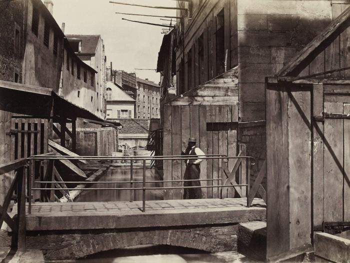 Набережная реки Бьевр в 5-м округе Парижа, 1865-1868 гг. Автор фото: Charles Marville.