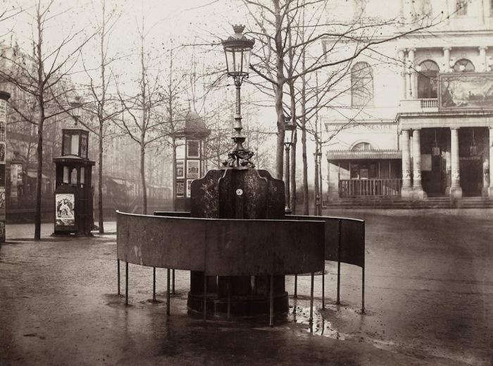 Общественный писсуар в 10-м округе Парижа, 1876 г. Автор фото: Charles Marville.