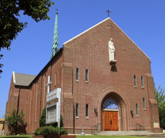 Католическая церковь Святой Марии, Хелена, штат Арканзас, спроектированная Чарльзом Имзом и Робертом Уолшем в 1934 году. \ Фото: blogspot.com.