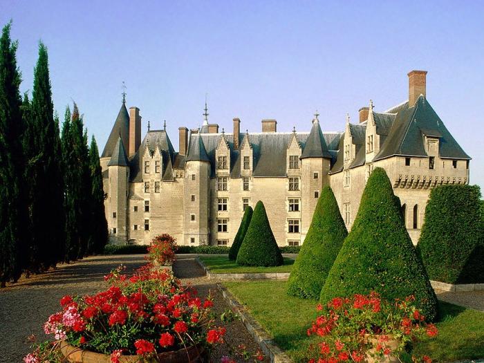 Замок Амбуаз в долине Луары. Франция.