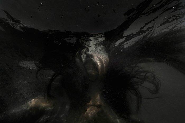 Ночью в темноте.  Автор фото: Кристина Муратон (Christine Muraton).