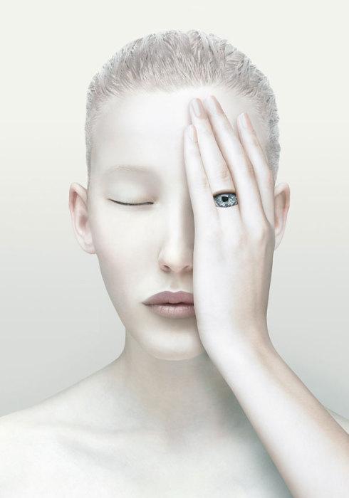 Всевидящее око. Сюрреалистические работы от Christophe Gilbert.