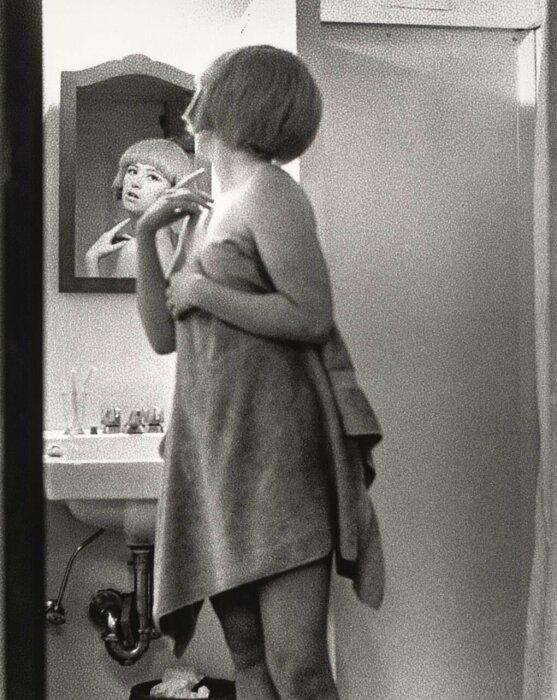 «Кадры из фильма без названия» № 2, Синди Шерман, 1977 год. \ Фото: matthewshadbolt.com.