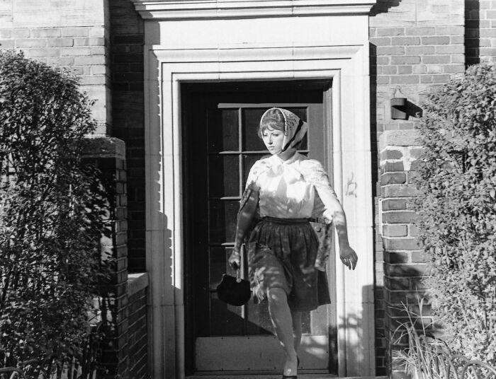 «Кадры из фильма без названия» № 20, Синди Шерман, 1978 год. \ Фото: lotsearch.net.