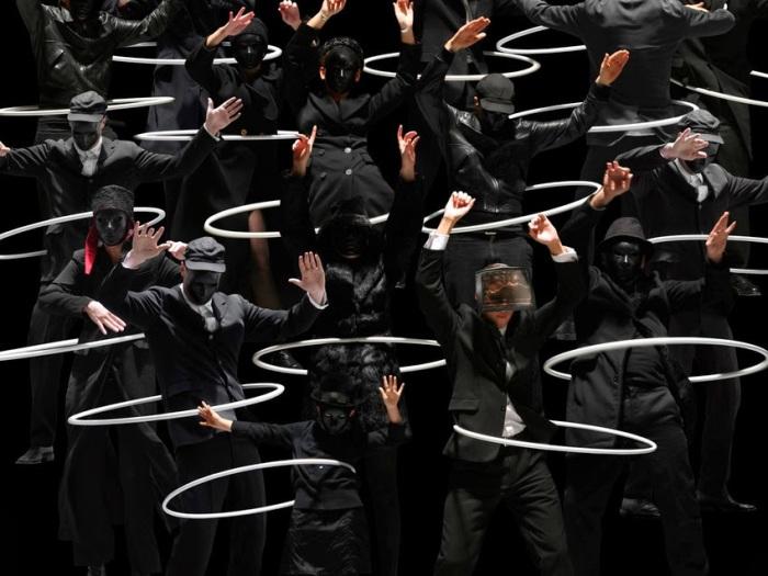 Черно-белые штрихи. Автор фото-постановок: Клаудия Рогге (Claudia Rogge).