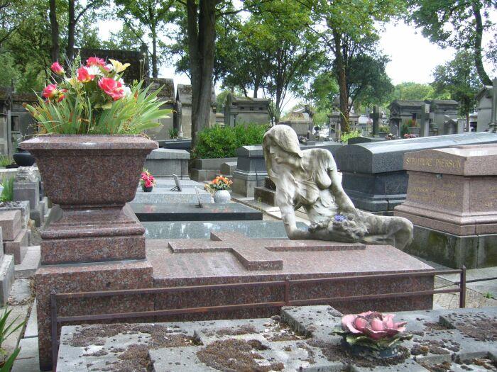 Могила Клео де Мерод на кладбище Пер-Лашез в Париже. \ Фото: pinterest.fr.