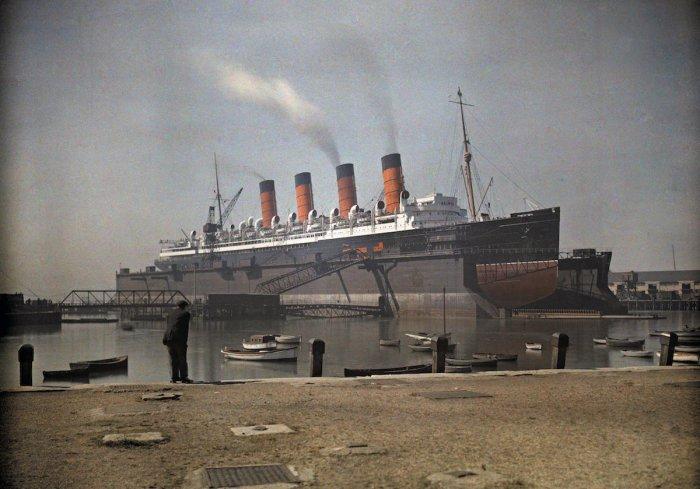 Вид на лайнер «Мавритания» компании Cunard в доке Саутгемптона, графство Гемпшир.