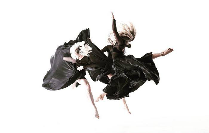 Танцоры в работах Cody Choi.