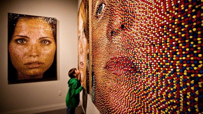 Работы Эрика в галерее. \ Фото: google.com.