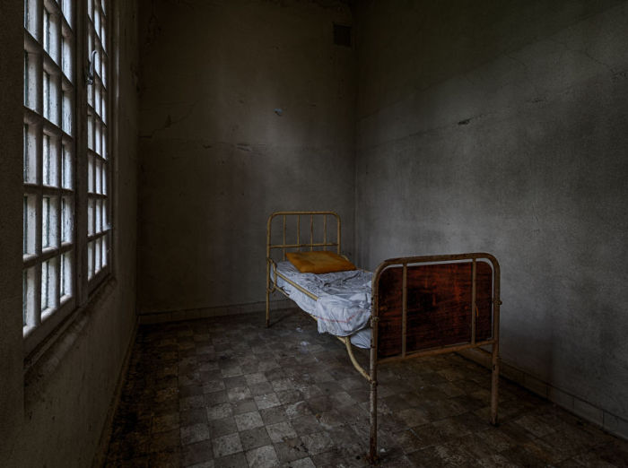 Ещё одна комната, в которой когда-то жил человек. Фото: Vacant Photography.