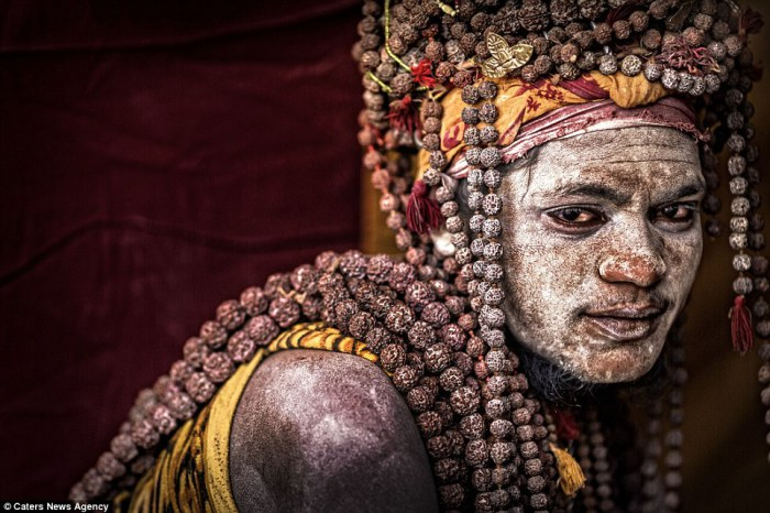 Отшельник агхори из Варанаси. Автор фото: Cristiano Ostinelli.