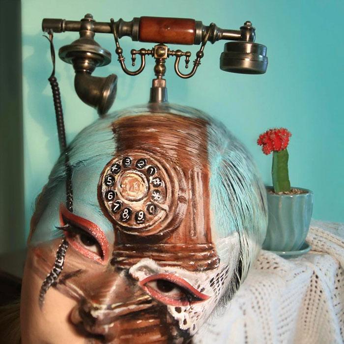 Телефон. Автор: Dain Yoon.