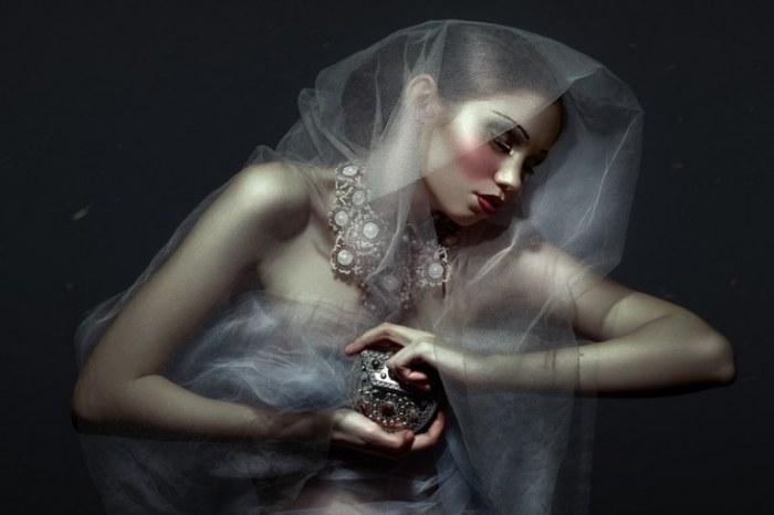 Фэшн фотография от Daniel Ilinca для закрытого модного издания.