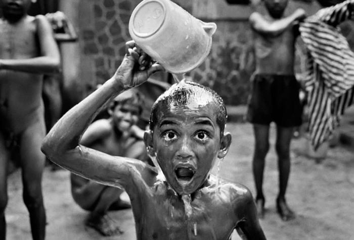 Фото-проект «Бездомные дети Бомбея». Автор фото: Дарио Митидиери (Dario Mitidieri).