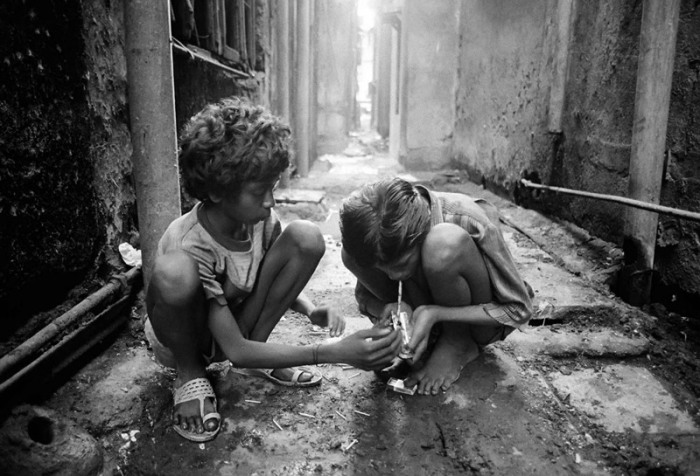 Бездомные дети Бомбея. Автор фото: Дарио Митидиери (Dario Mitidieri).