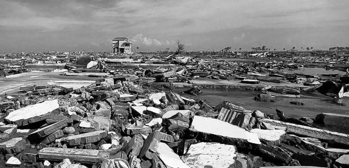 Последствия цунами в Индонезии. Автор фото: Дарио Митидиери (Dario Mitidieri).