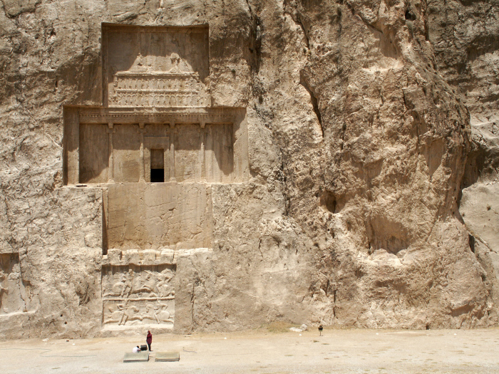 Гробница Дария Великого в Накш-э-Рустаме, около 490 года до н. э. \ Фото: ar.wikipedia.org.