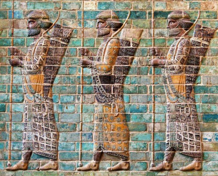 Бессмертные с фриза лучников из Сузы, около 510 года до н. э. \ Фото: pinterest.ru.