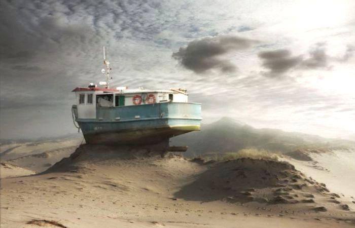 Пустынный корабль. Автор: Dariusz Klimczak.