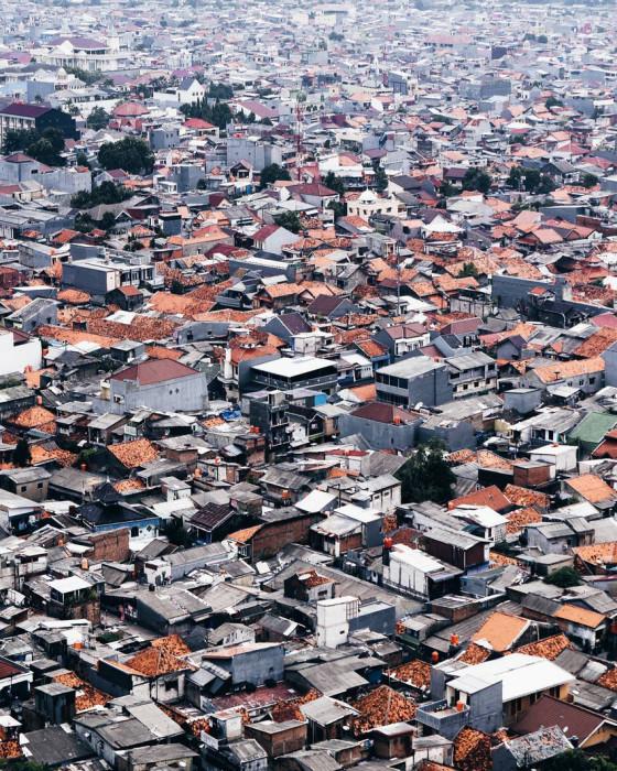 Сотни крыш. Автор Demas Rusli.