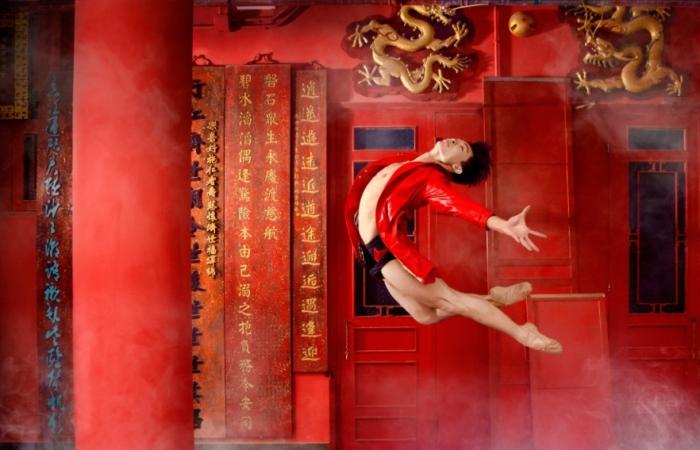 Танцоры Гонконгского балета на динамичных плакатах от Design Army.