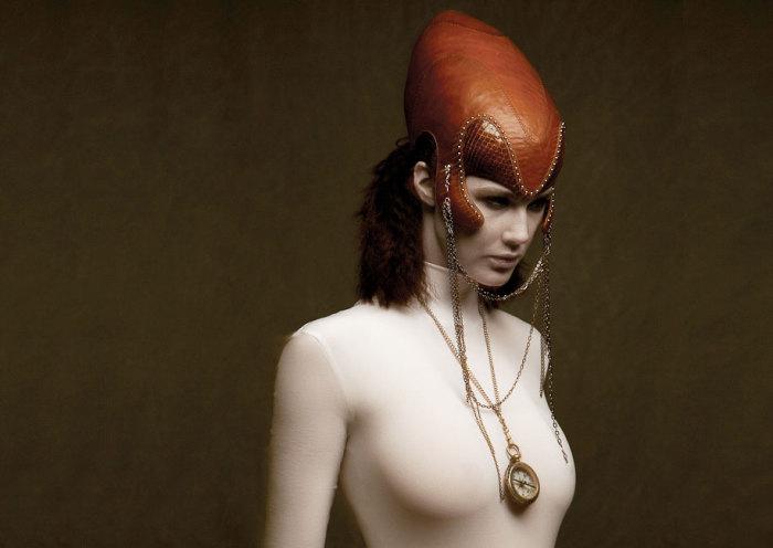 Своеобразная коллекция «Валькирия». Дизайнер: Роб Гудвин (Rob Goodwin). Модель: Carola Wisny. Фотограф: Diego Indraccolo.