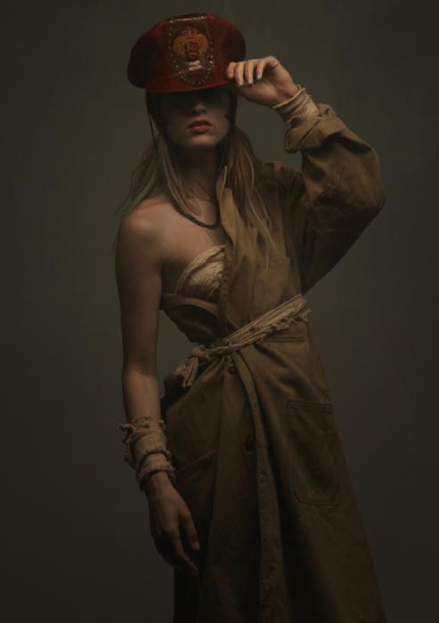Впечатляющая коллекция «Валькирия». Дизайнер: Роб Гудвин (Rob Goodwin). Модель: Carola Wisny. Фотограф: Diego Indraccolo.