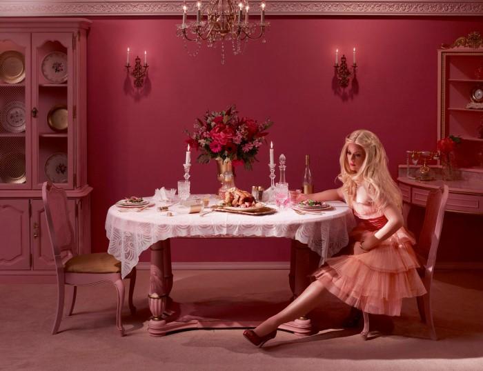 Романтический ужин, или в ожидании мужа домой. Автор: Dina Goldstein.