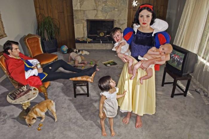 Белоснежка и семеро детей. Автор: Dina Goldstein.
