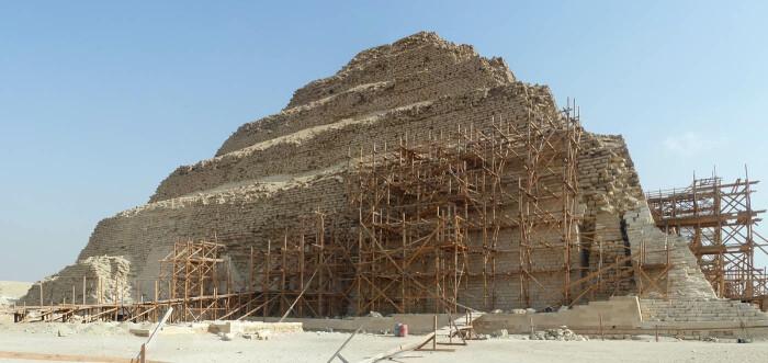 Реставрационные работы в пирамиде Джосера. \ Фото: pinterest.com.