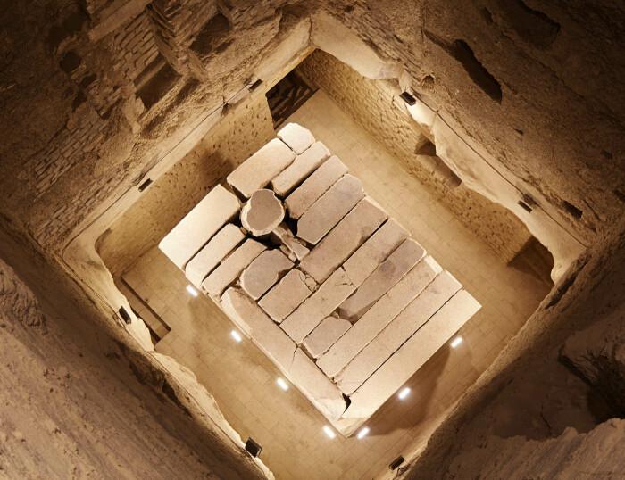 Южный вход в пирамиду Джосера. \ Фото: google.com.