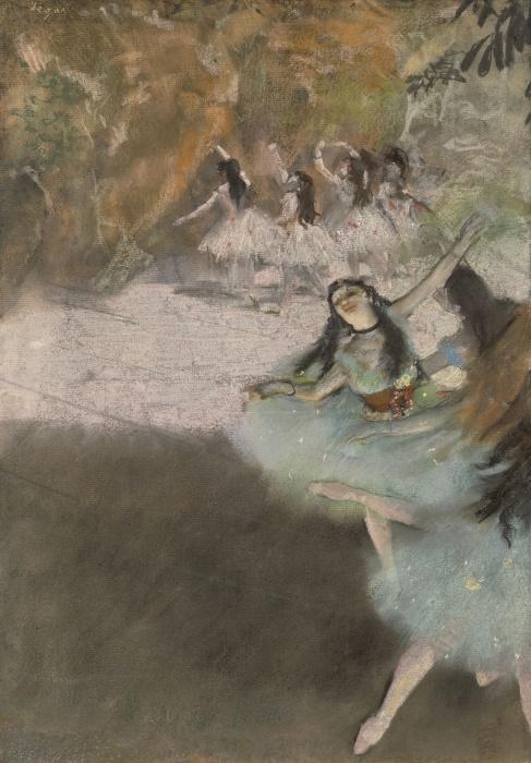 На сцене, пастель и эссенция поверх монотипии на кремовой бумаге, уложенной на доску, Эдгар Дега, 1876-77 гг. \ Фото: commons.wikimedia.org.