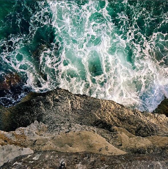 А волны бьются о камни... Автор фото: Ээлко Рус (Eelco Roos).