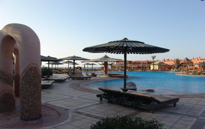 Уютная атмосфера на территории отеля. Шарм-эль-Шейх. Египет.