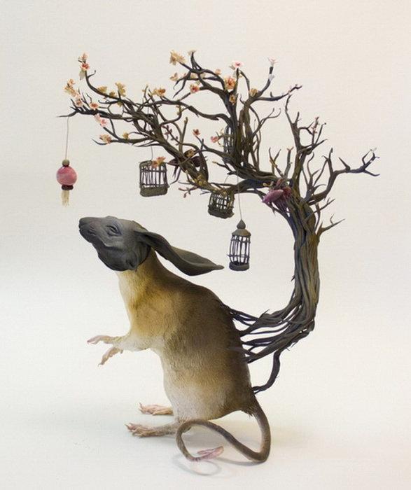 Антропоморфное существо. Автор скульптуры: Эллен Джеветт (Ellen Jewett).
