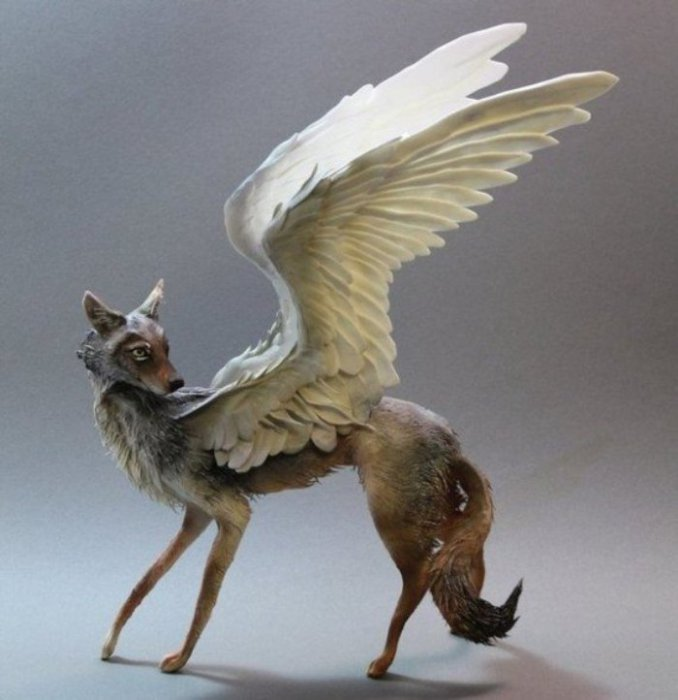 Крылатая лиса. Автор скульптуры: Эллен Джеветт (Ellen Jewett).