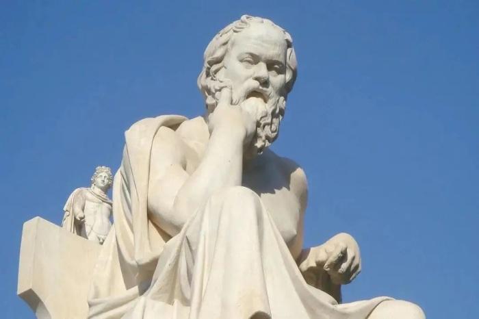 Статуя Сократа. \ Фото: childforge.com.
