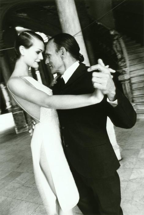 Ничто так не сближает людей, как танец. Автор: Esther Haase.