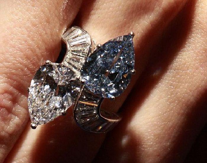 Голубое кольцо от Bvlgari. \ Фото: elitechoice.org.