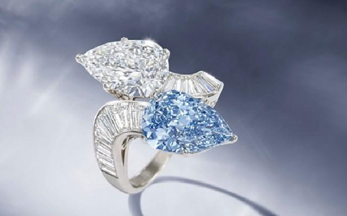 Оригинальное голубое кольцо от легендарного ювелирного дома. \ Фото: google,com.
