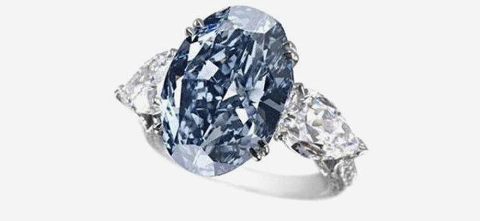 Оригинальное кольцо от ювелирного дома Chopard. \ Фото: ostrovrusa.ru.