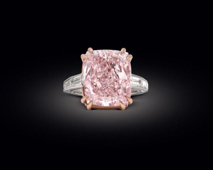 Кольцо Графф с розовым бриллиантом. \ Фото: pinterest.com.