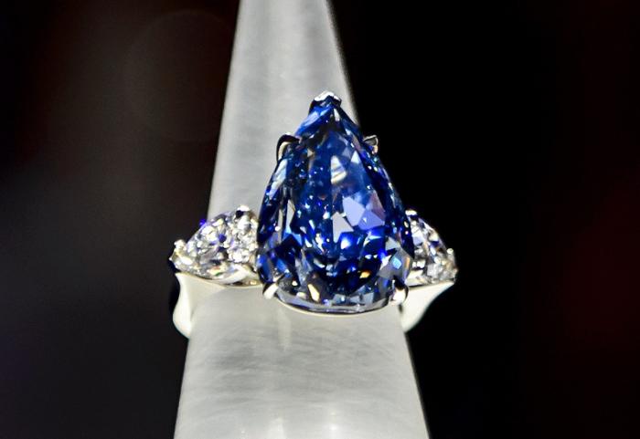Кольцо с голубым бриллиантом Уинстона. \ Фото: professionaljeweller.com.