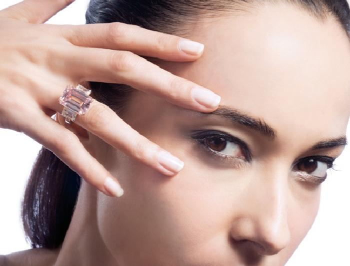 Кольцо с идеально розовым бриллиантом. \ Фото: thejewelryloupe.com.